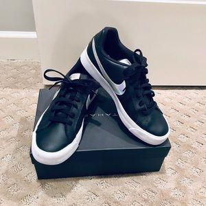 SOLD — Nike Sneakers